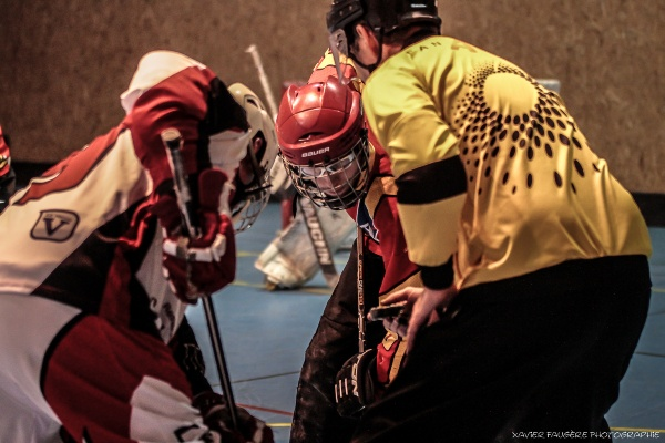 Arbitre de roller hockey engagement